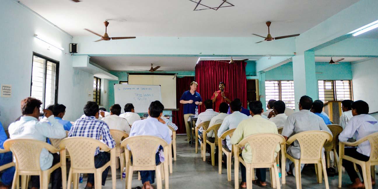 laborer-ministry-church-leaders-encouraging.jpg